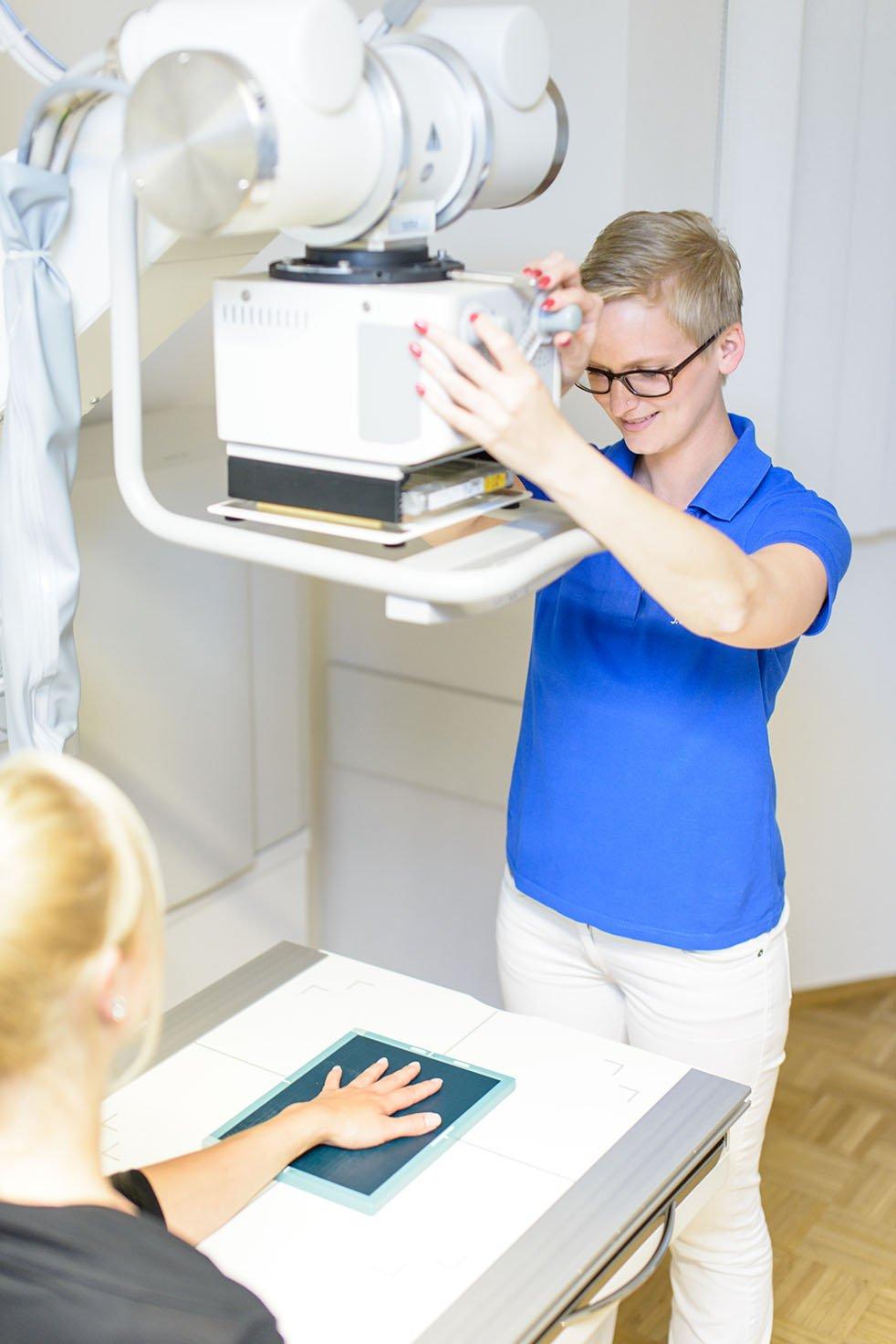 digitales Röntgen oben Orthopädie Köln